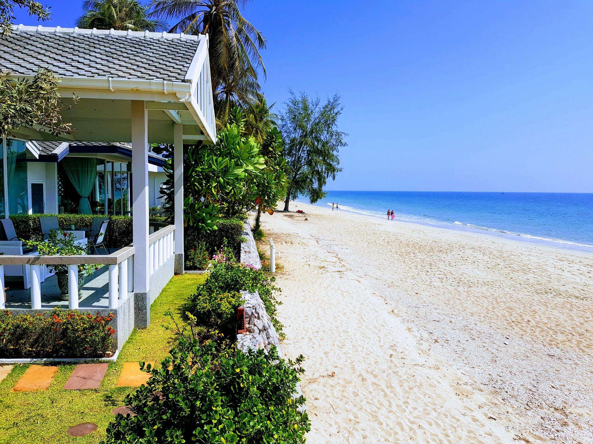 Strandhus i Huay Yang.