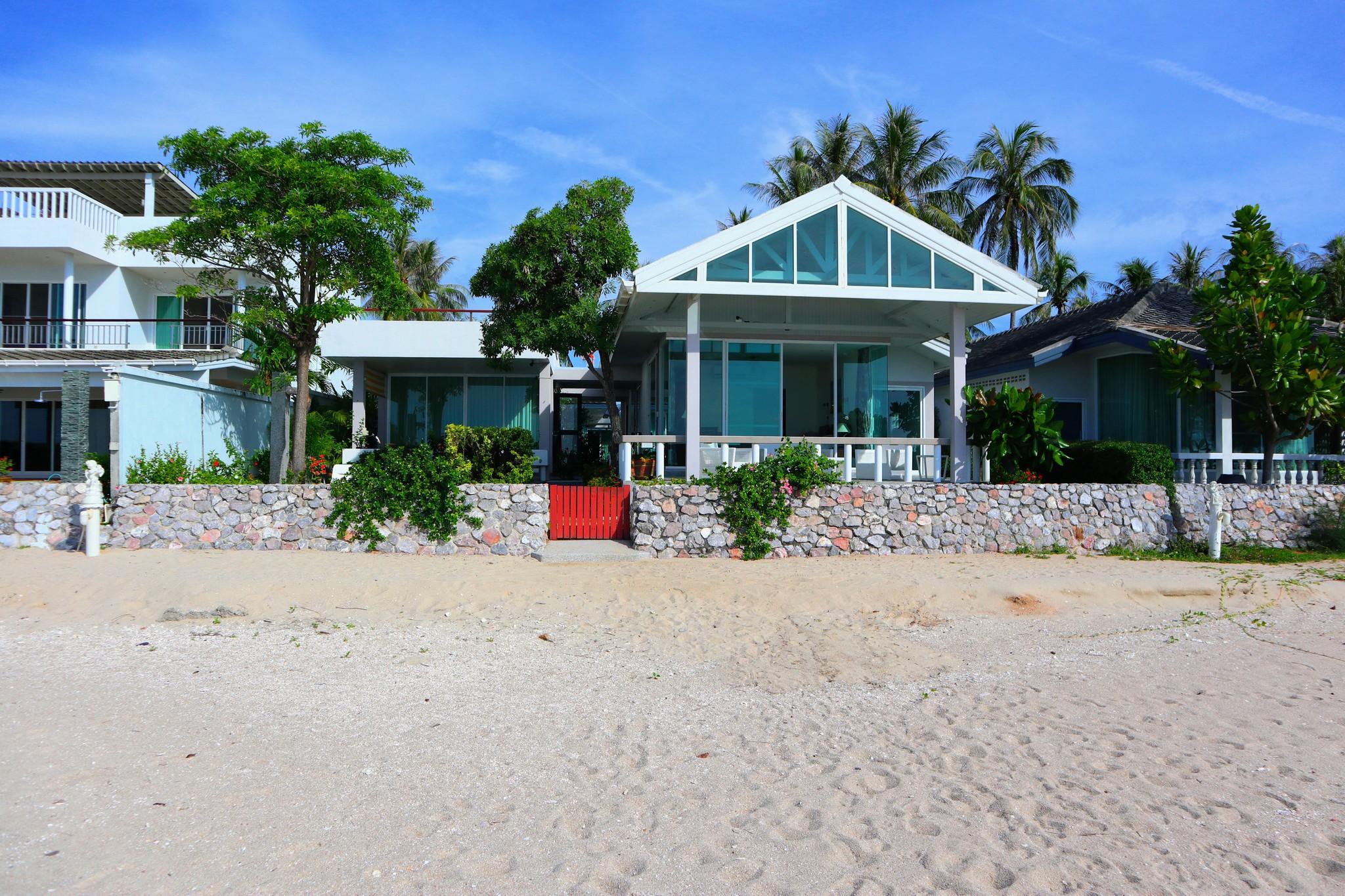 Huset sett från strandkanten